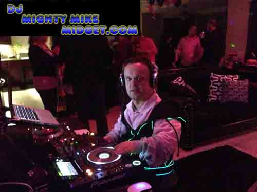 DJ MIGHTY MIKE MIDGET DJIN A HOUSE PARTY